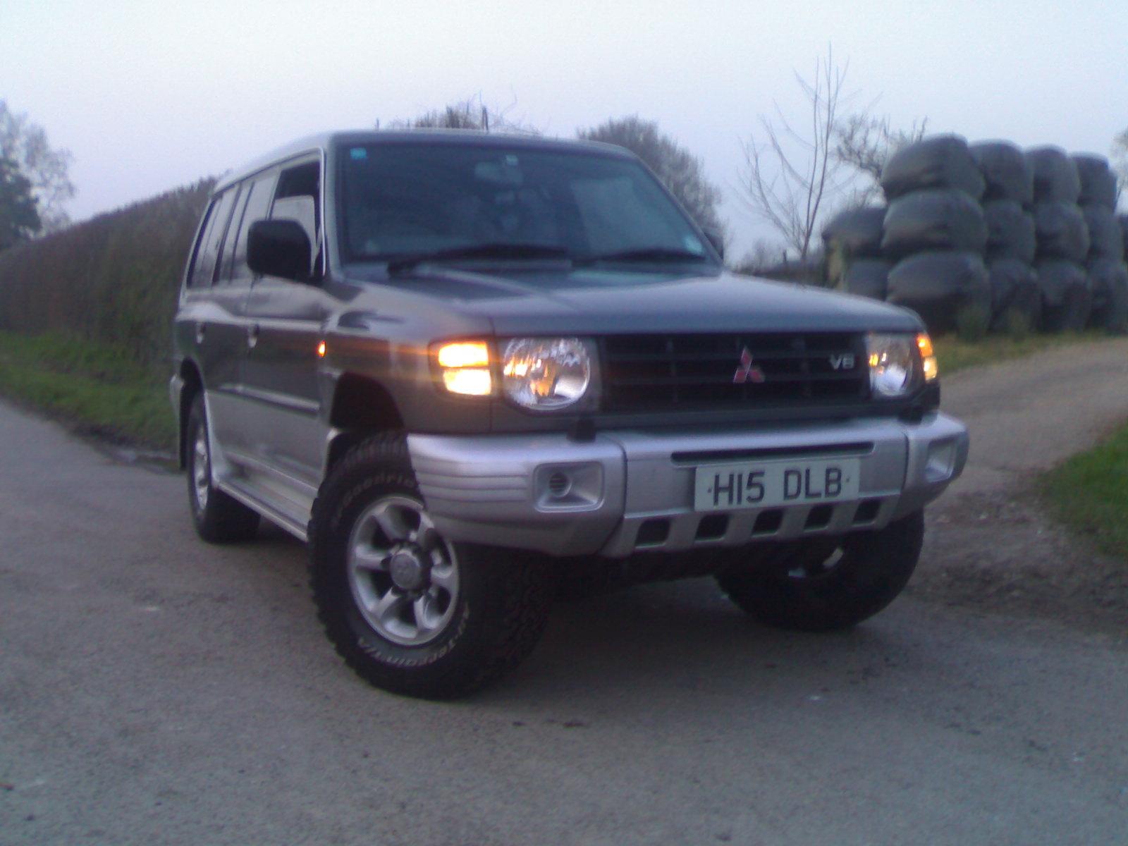 1999 Mitsubishi Pajero picture