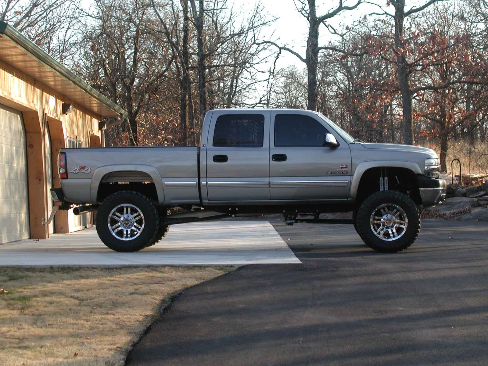 2004 chevrolet silverado 2500hd 4 dr std crew cab lb hd picture. Cars Review. Best American Auto & Cars Review