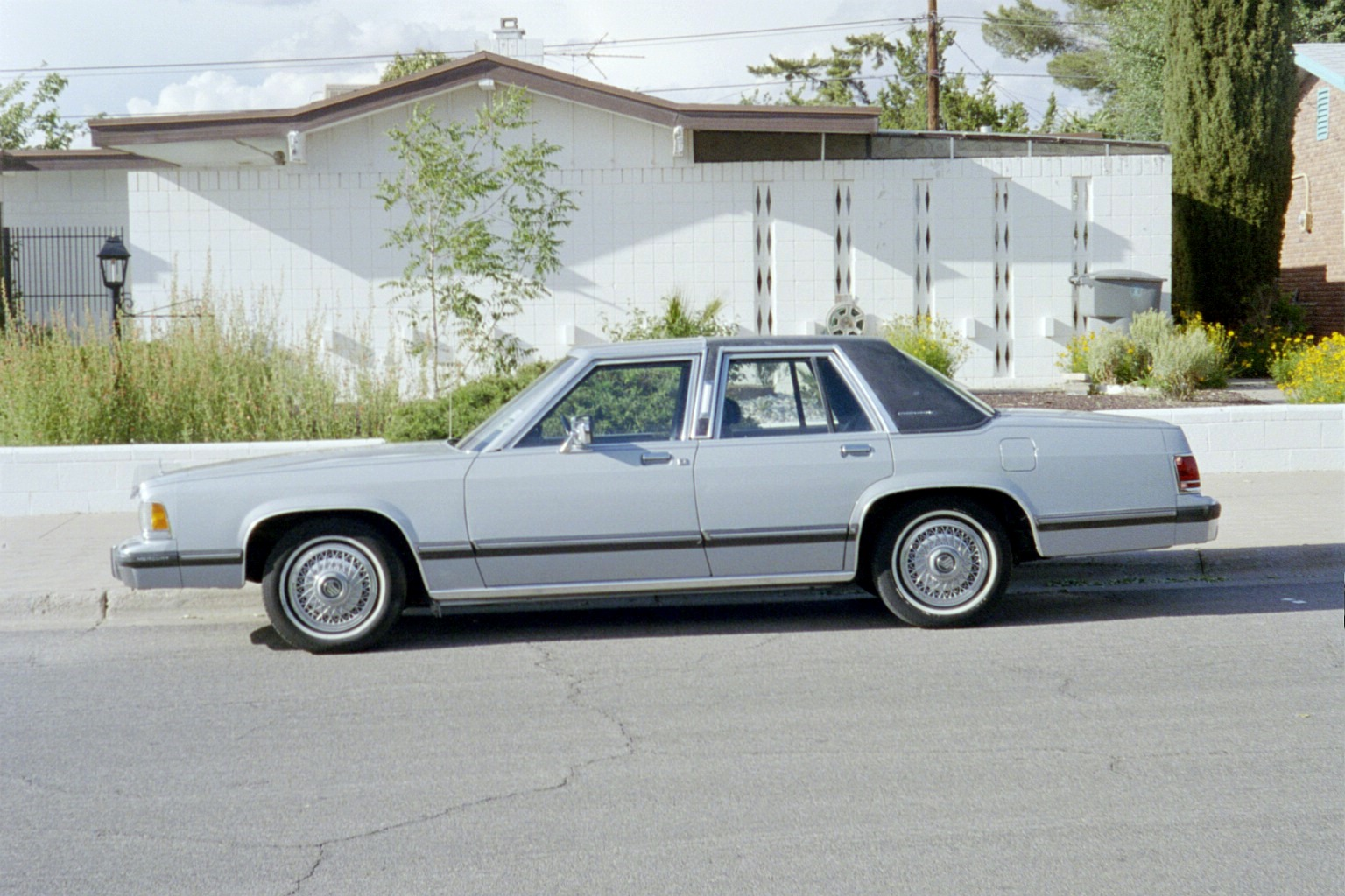 1988 mercury topaz with 1990 Mercury Grand Marquis Pictures C2839 Pi9342253 on No place  by Monochrome Clown as well 1990 Mercury COLOR CHART Chip Paint S le Brochure 201663252888 further File 91 95 Ford Taurus sedan together with Mercury Mystique 2 0 1999 Specs And Images additionally Fuel Pump Relay Tests 1.