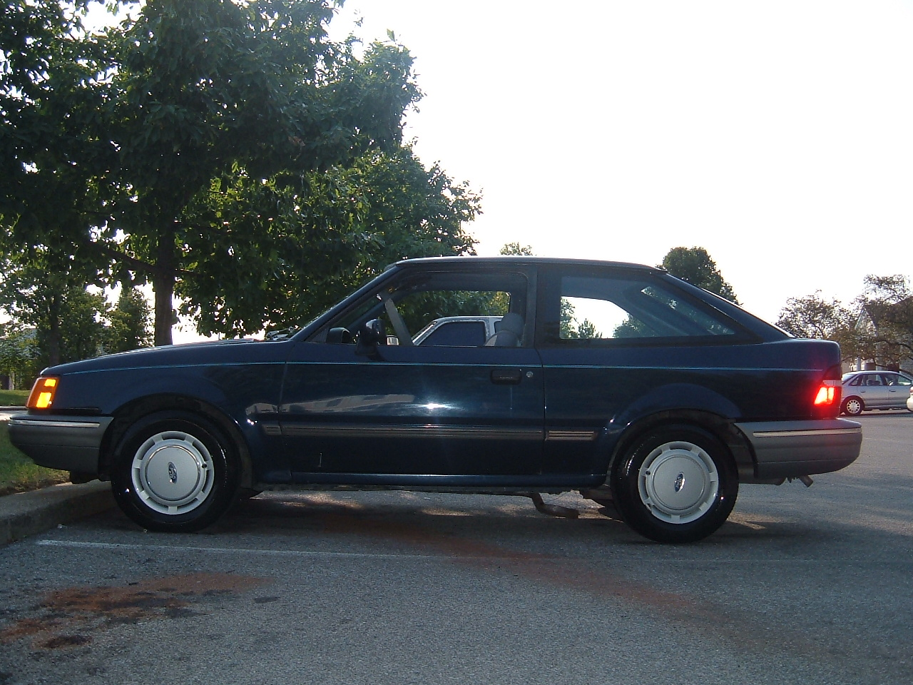 1989 ford escort hatchback