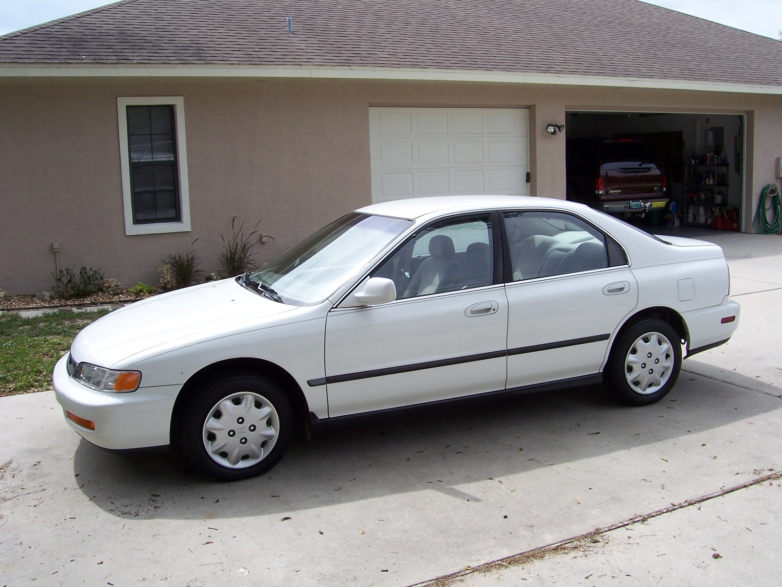 1997 Honda Accord 4 Dr LX Sedan picture