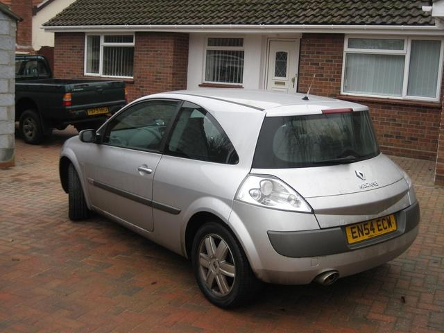 2004 Renault Megane - Pictures