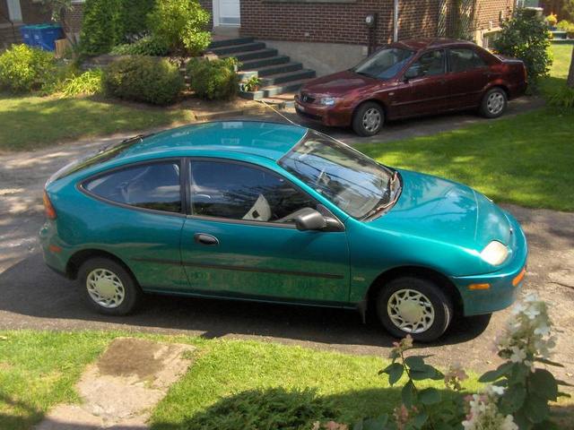 Picture of 1995 Mazda 323, exterior
