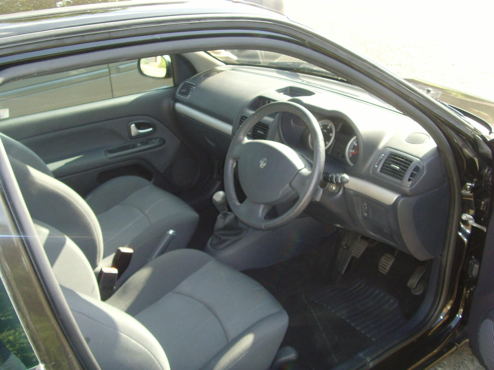 Renault Clio 2004 Interior