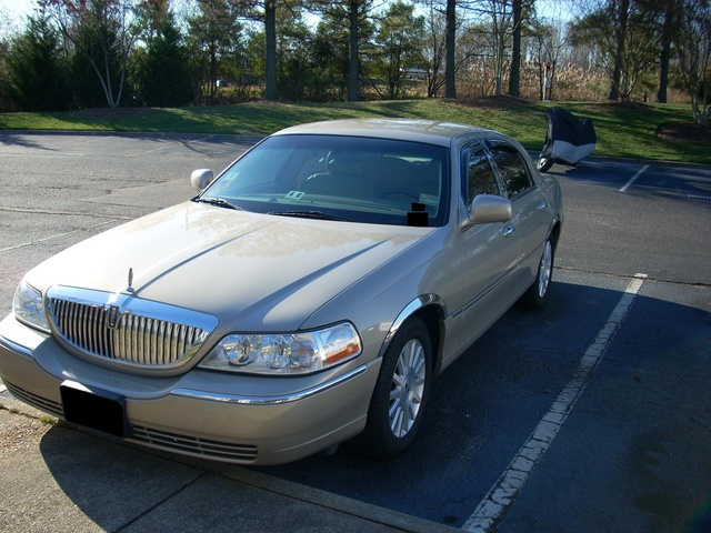 Picture of 2004 Lincoln Town Car Signature, exterior, gallery_worthy