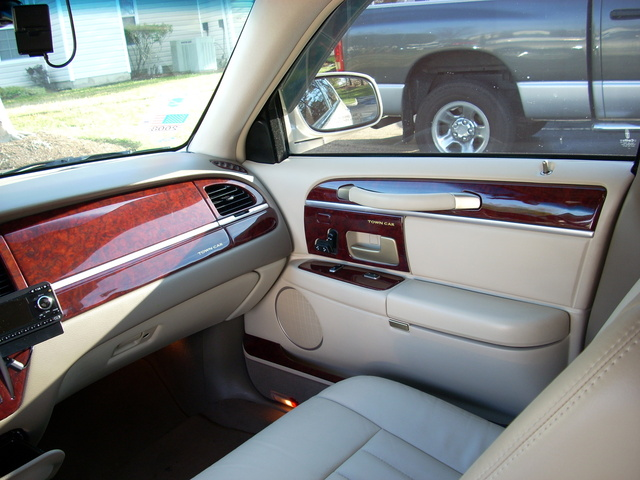 2004 lincoln town car pictures cargurus. Black Bedroom Furniture Sets. Home Design Ideas