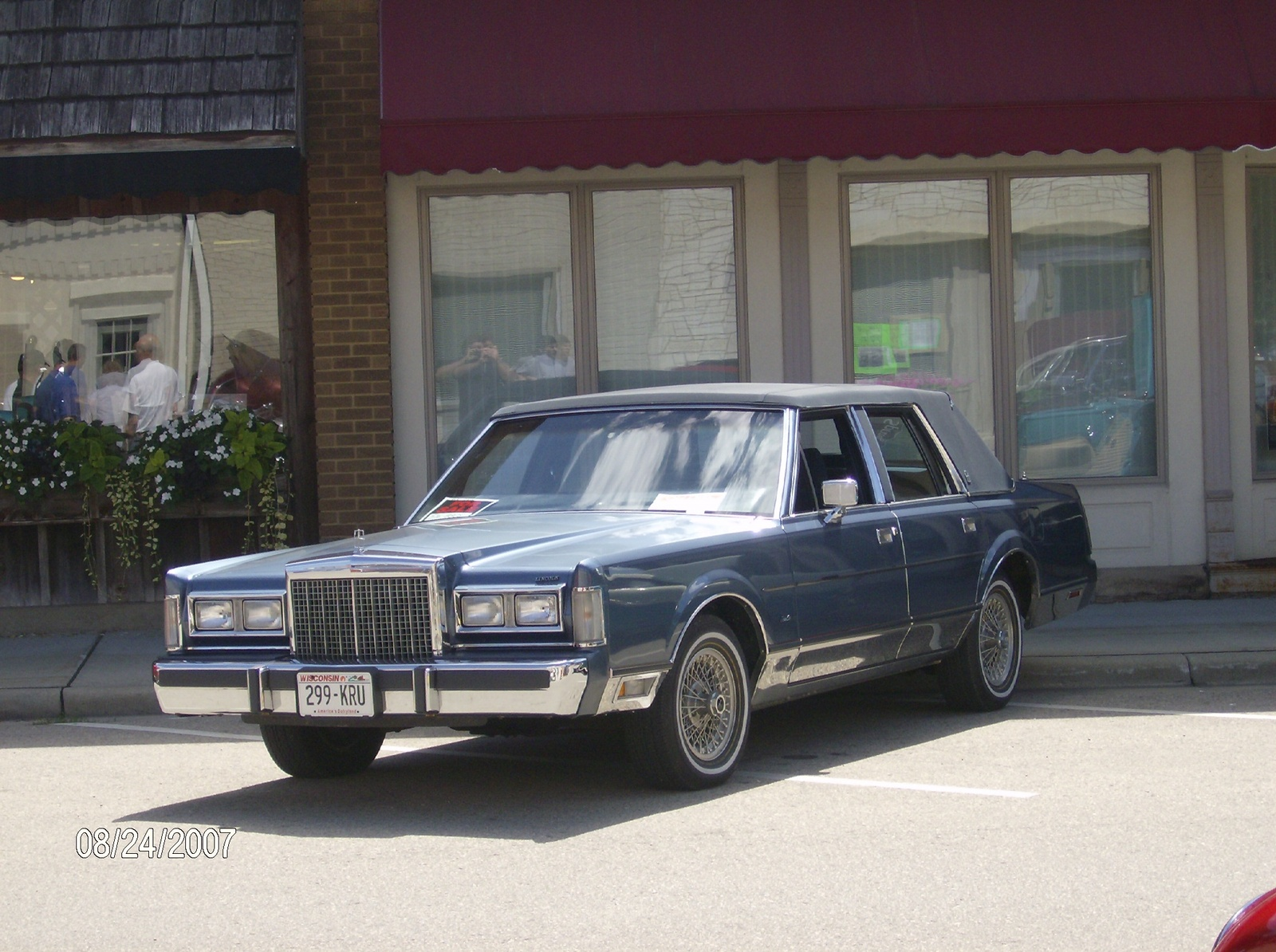 1990 lincoln town car other pictures cargurus. Black Bedroom Furniture Sets. Home Design Ideas