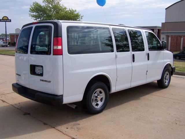 2005 Chevrolet Express Passenger 15 Passenger Van