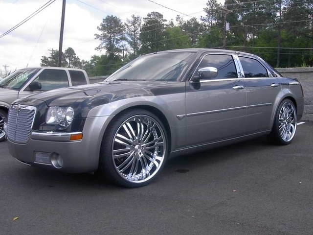 2005 Chrysler 300 - Overview - CarGurus