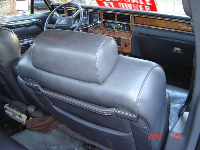 1990 lincoln town car pictures cargurus. Black Bedroom Furniture Sets. Home Design Ideas