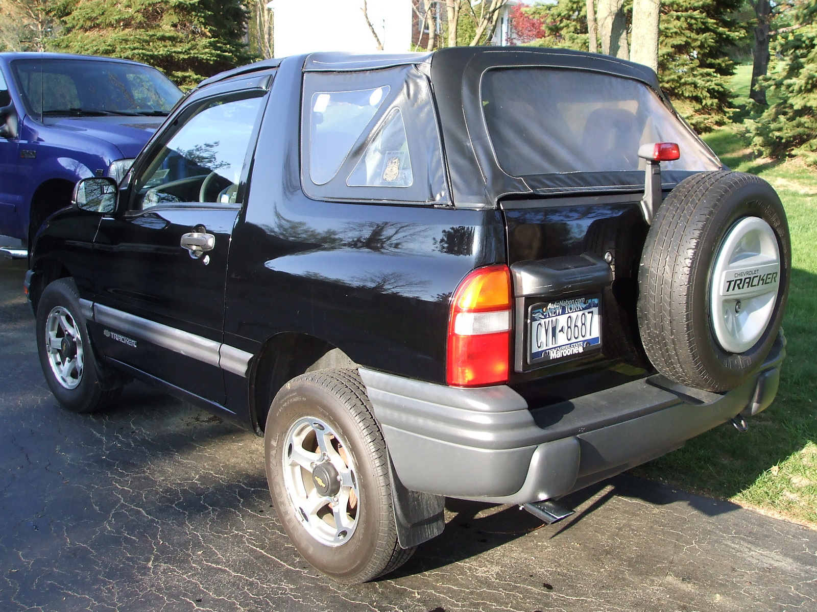 ... 02/25/00/44/2000_chevrolet_tracker_base_4wd_convertible-pic-44001.jpeg