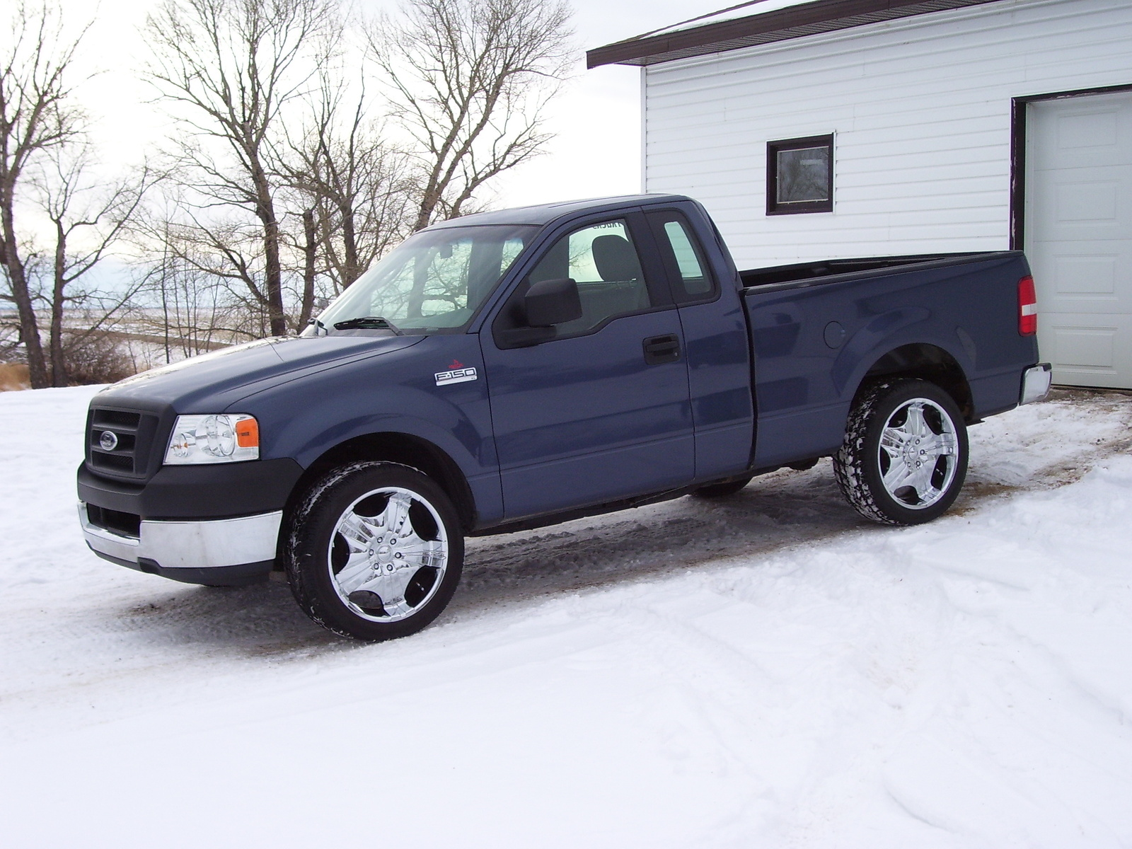2005 Ford F-150 2 Dr XL Standard Cab 6.5 ft. SB picture