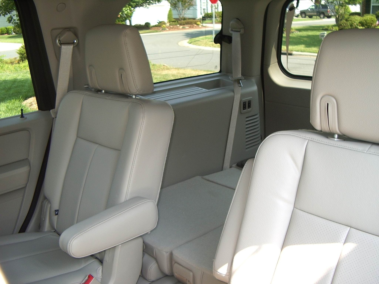 ford explorer quad seats 2017. Black Bedroom Furniture Sets. Home Design Ideas