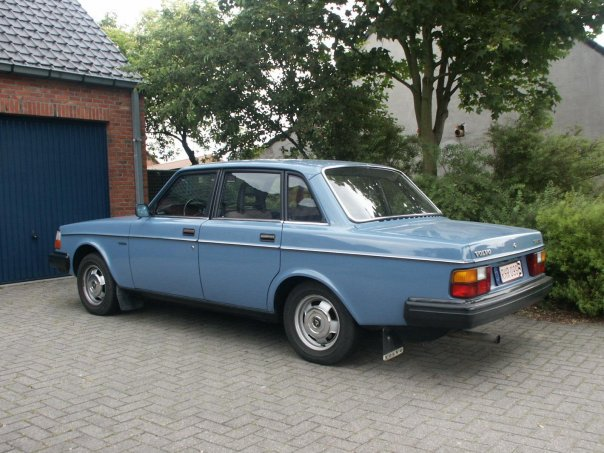 1982 Volvo 240 - Pictures