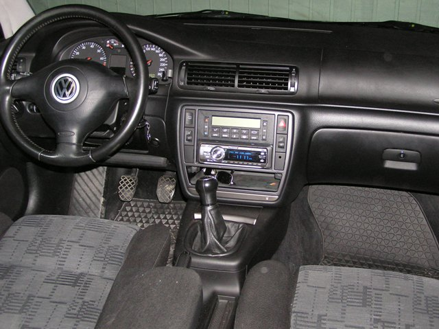 2000 volkswagen passat interior pictures cargurus for Volkswagen passat 2000 interior