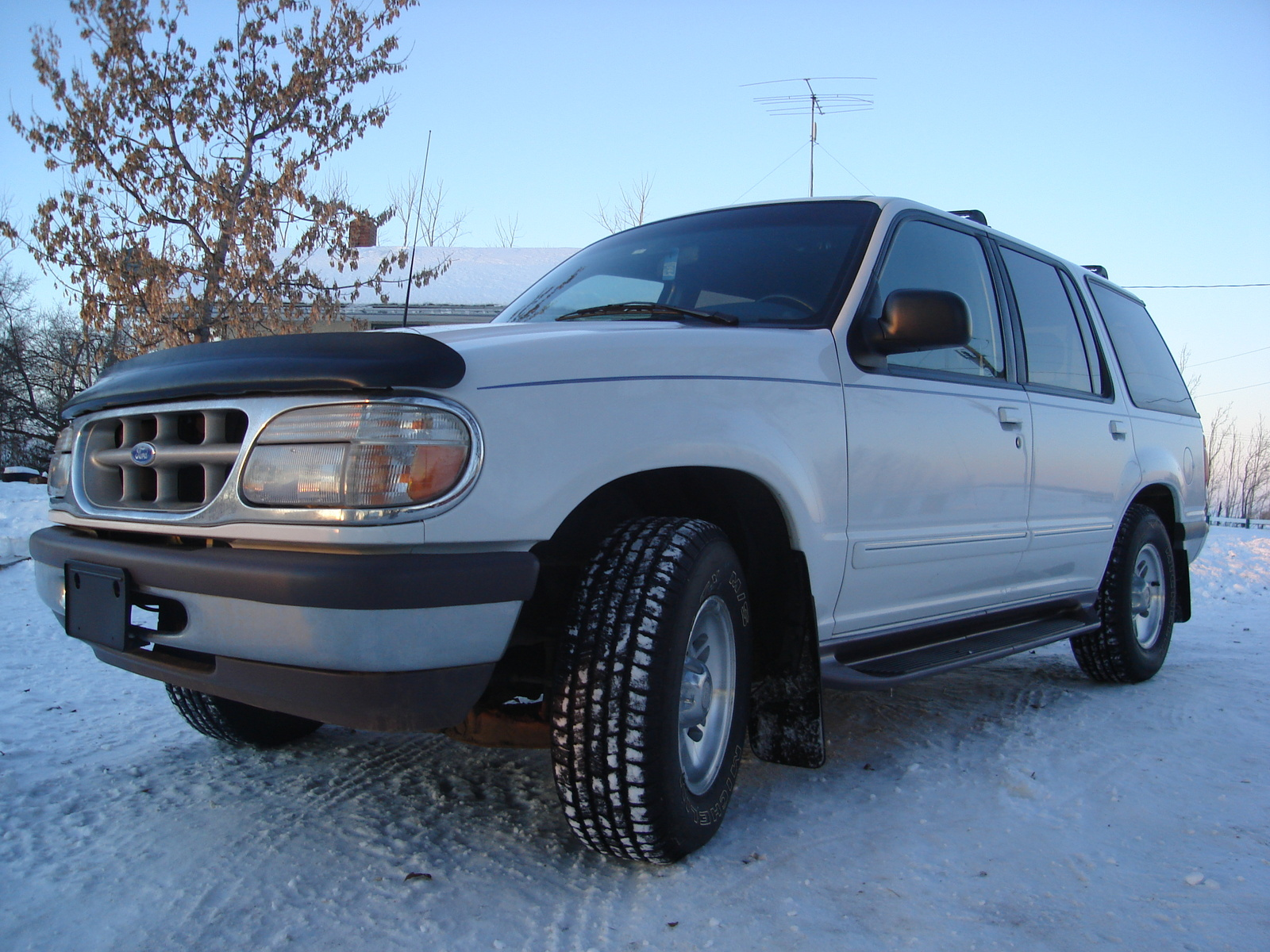1995 Ford Explorer 4 Dr XLT 4WD SUV picture