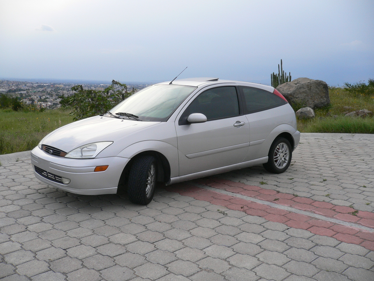 2002 Ford Focus ZX3 picture