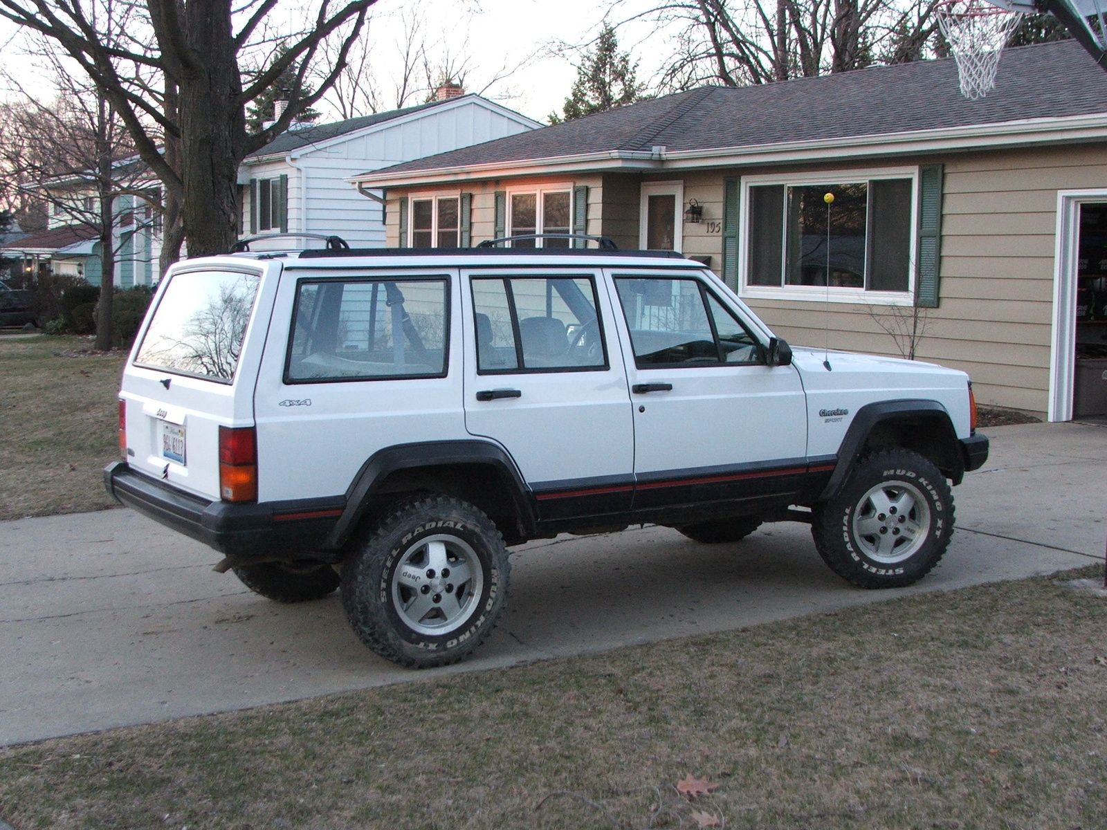 12055 0000 07 also Xj Rock Sliders as well 1994 Jeep Cherokee 4 Dr Sport 4wd Suv Pictures T7173 pi13052520 in addition 25371691863 in addition 70531 Hk. on jeep cherokee 1984