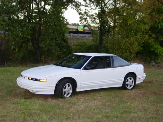 1997 Oldsmobile Cutlass Supreme picture