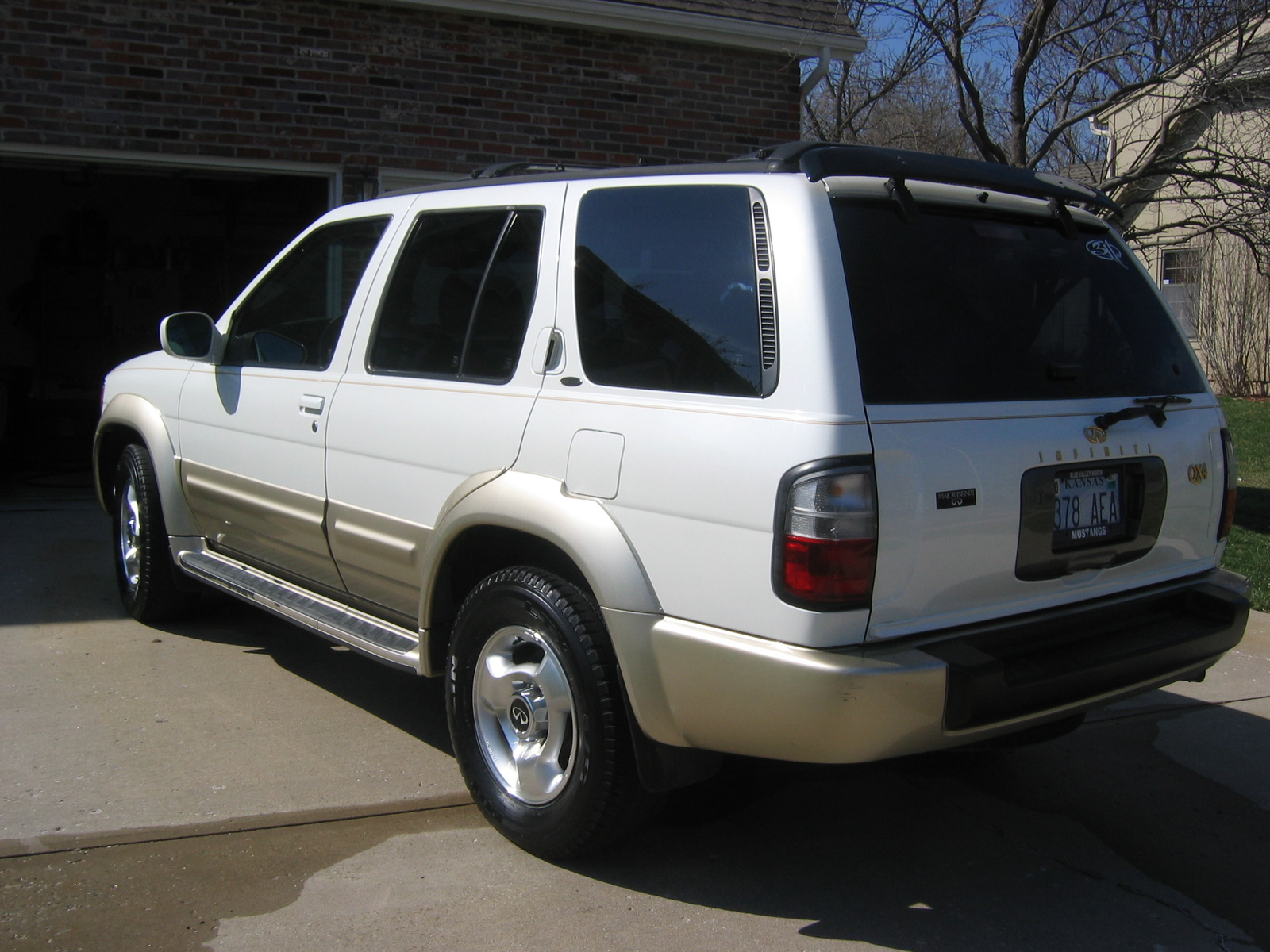 Picture of 2000 Infiniti QX4 4 Dr STD 4WD SUV