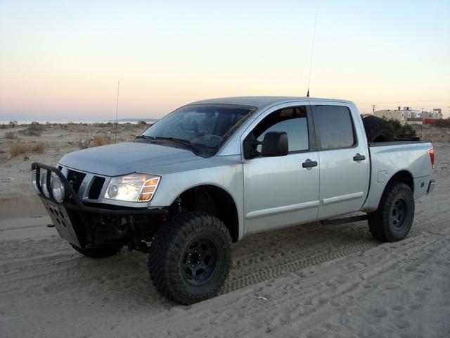 Picture of 2005 Nissan Titan LE Crew Cab 2WD