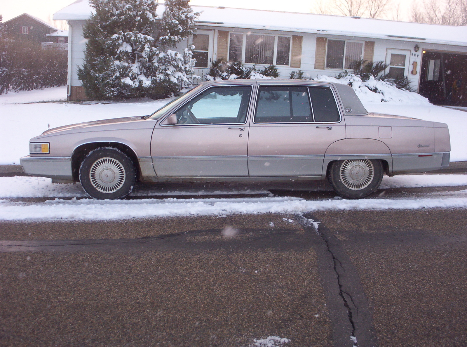 picture of 1990 cadillac fleetwood base sedan exterior. Cars Review. Best American Auto & Cars Review