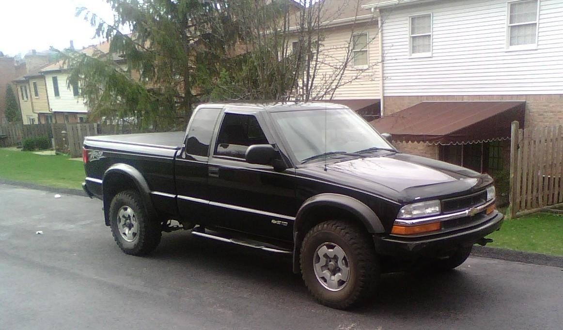 New Owner Question Kinda Long 118578 further Chevrolet 20Blazer further 100013 95 GMC Sierra besides 2002 Chevrolet S 10 Overview C3885 also Anyone Cut Long Bed Frame Short Bed 520801. on 2000 chevy s10 4wd