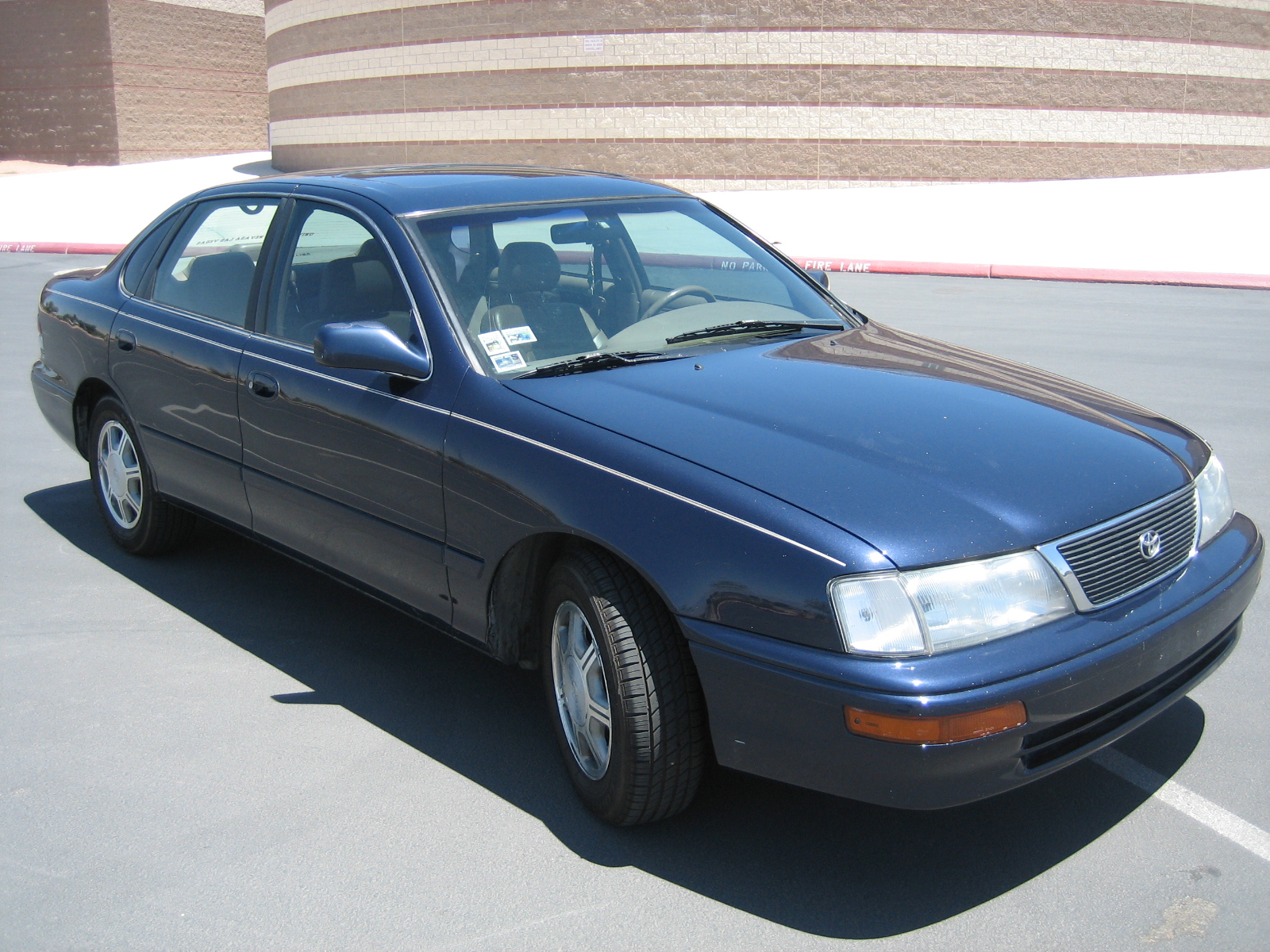 1997 Toyota Avalon 4 Dr XLS Sedan picture