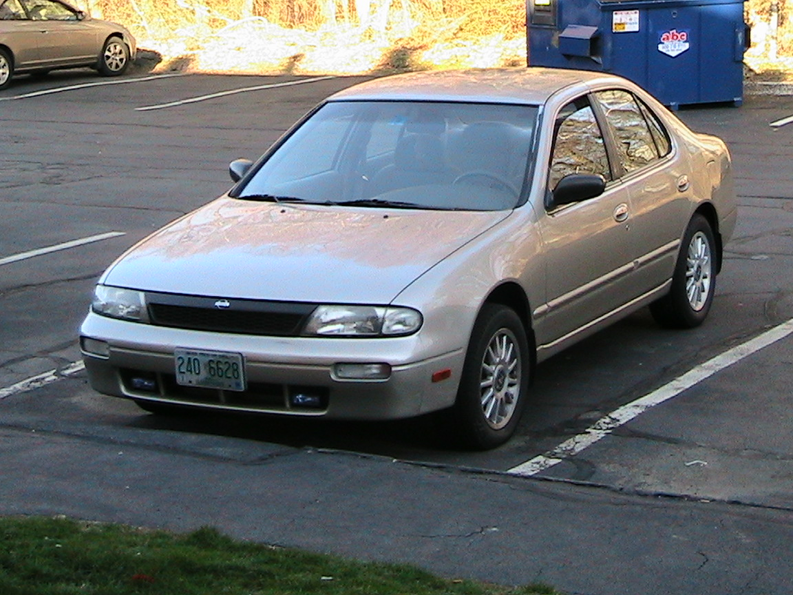 1997 Nissan Altima 4 Dr GXE Sedan picture