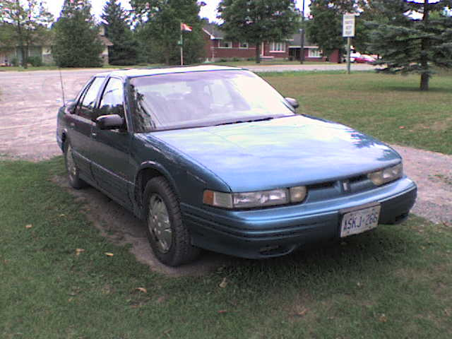 1993 Oldsmobile Cutlass Supreme 4 Dr Special Sedan picture