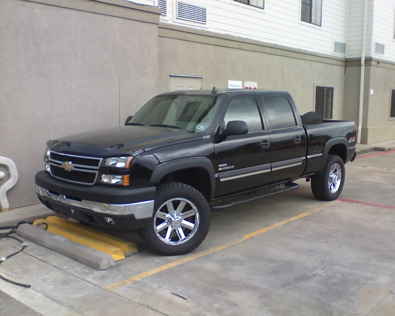 picture of 2007 chevrolet silverado classic 2500hd ls crew cab 4wd. Cars Review. Best American Auto & Cars Review