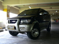 2002 Isuzu Panther Overview