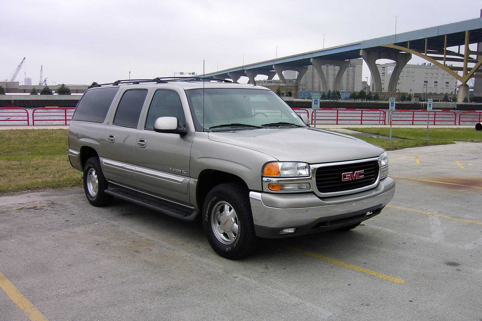 2005 gmc yukon xl overview cargurus. Black Bedroom Furniture Sets. Home Design Ideas