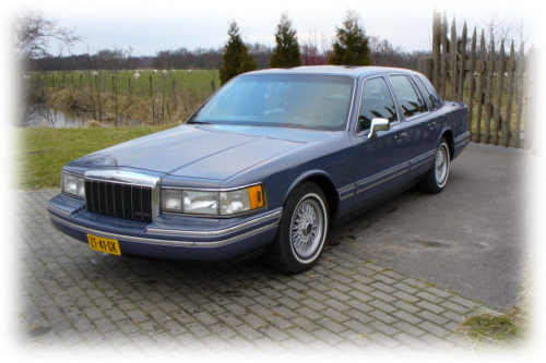 1991 Lincoln Town Car 4 Dr STD Sedan picture
