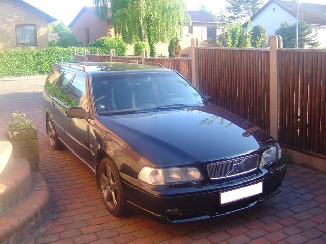 2004 Volvo V70 R