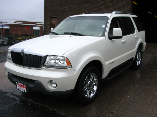 Car Going Under 07 Lincoln Mercury Mountaineer