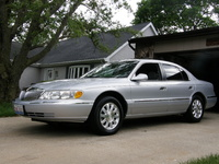 2001 Lincoln Continental Overview