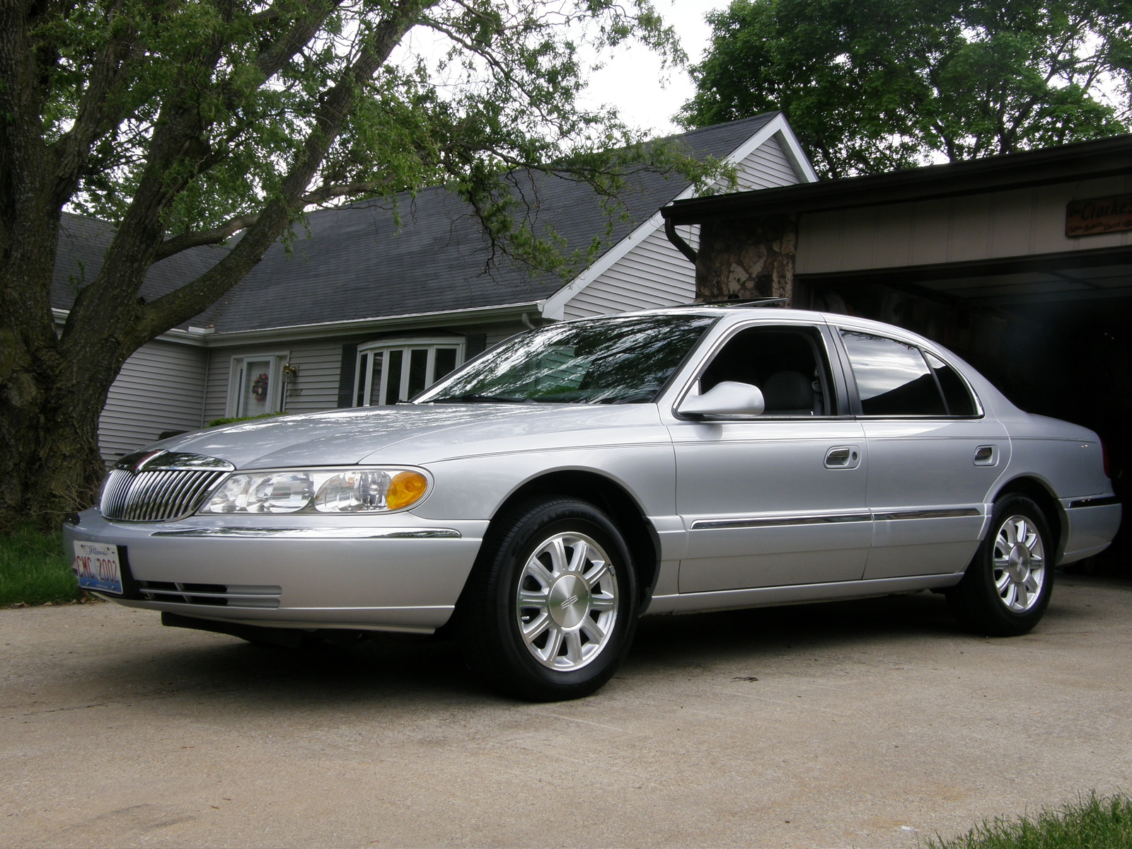2001 Lincoln Continental 4 Dr STD Sedan picture