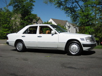 1992 Mercedes-Benz 300-Class 4 Dr 300D Turbodiesel Sedan picture, exterior