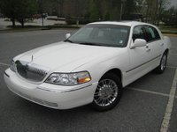 2003 Lincoln Town Car Overview