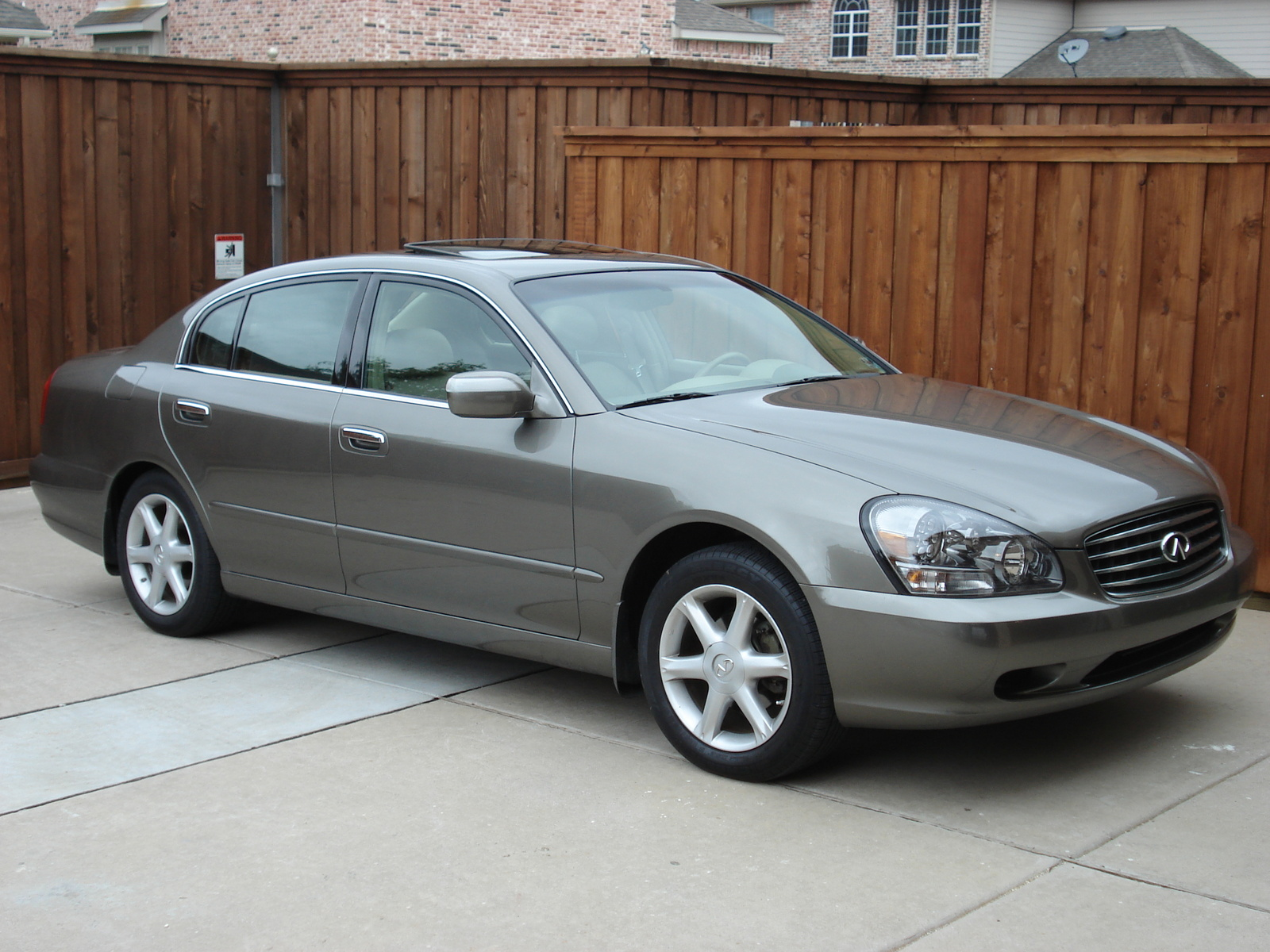 2004 Infiniti Q45 4 Dr STD Sedan picture