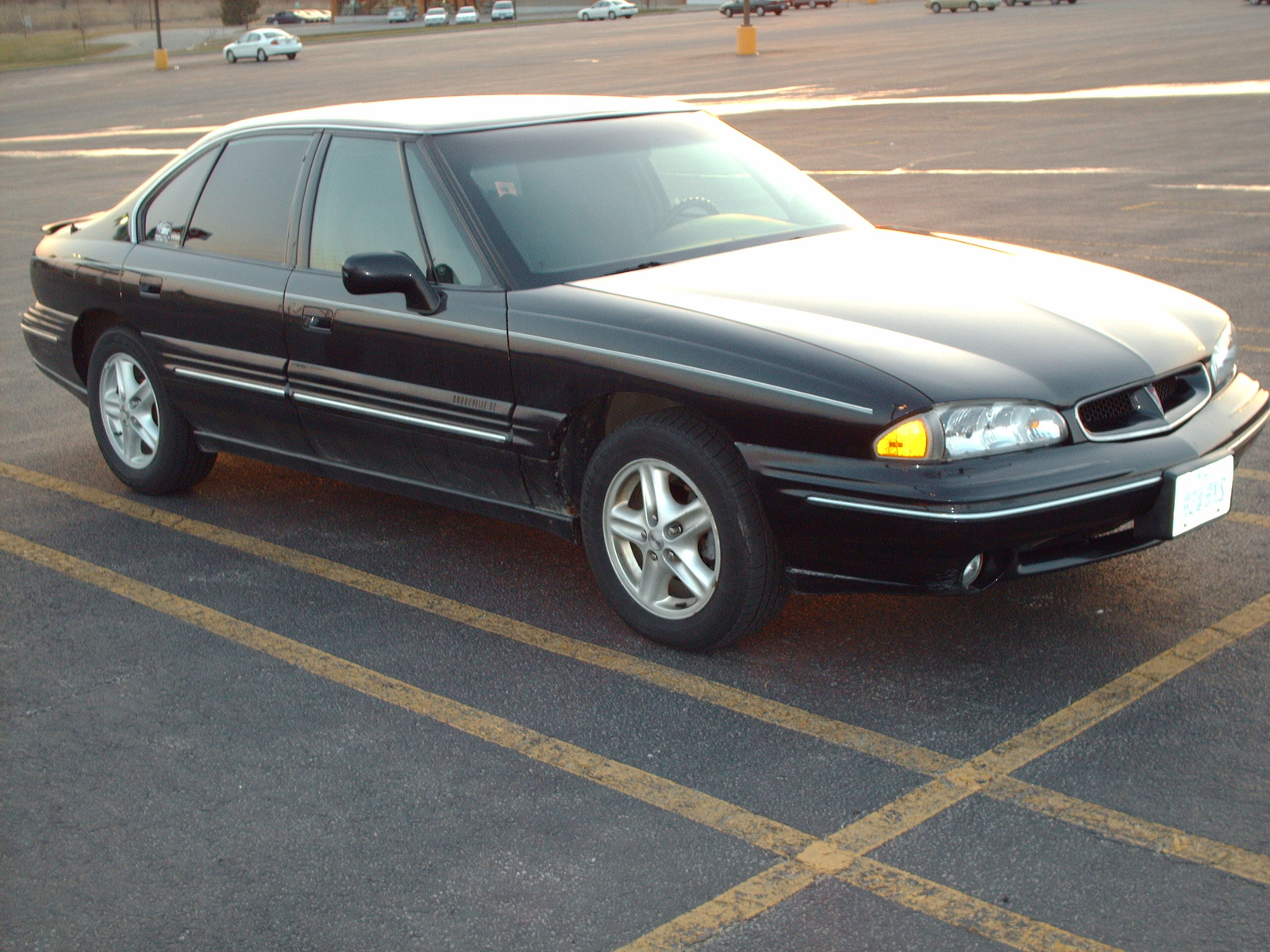 1998 Pontiac Bonneville 4 Dr SE Sedan picture