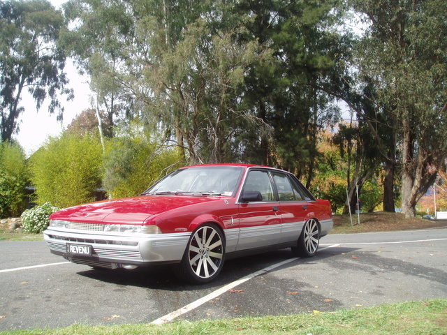 Picture of 1987 Holden Calais, exterior
