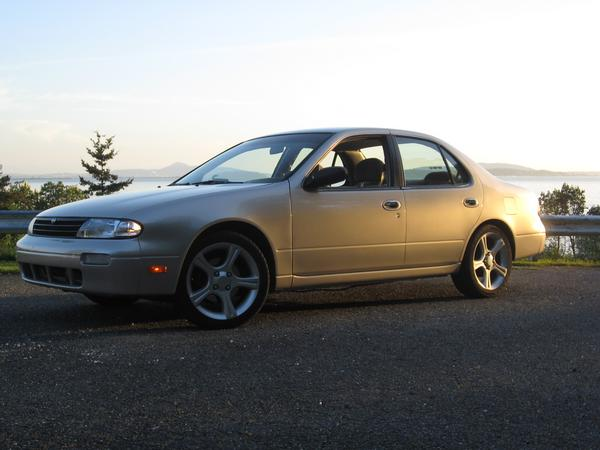 Picture of 1997 Nissan Altima GXE