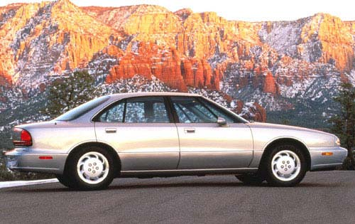 1996 Oldsmobile Eighty-Eight 4 Dr STD Sedan picture