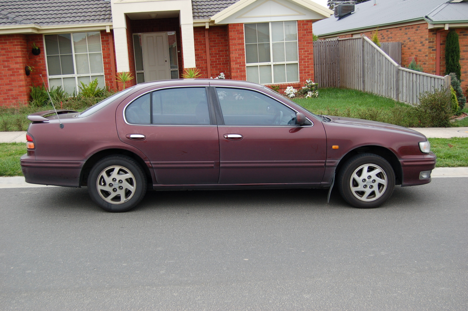 1996 Nissan Maxima 4 Dr SE Sedan picture