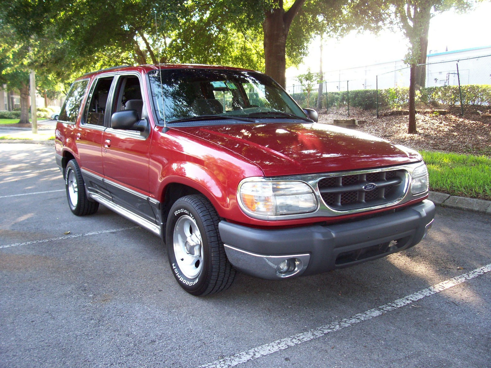 2000 Ford Explorer XLT 4WD picture