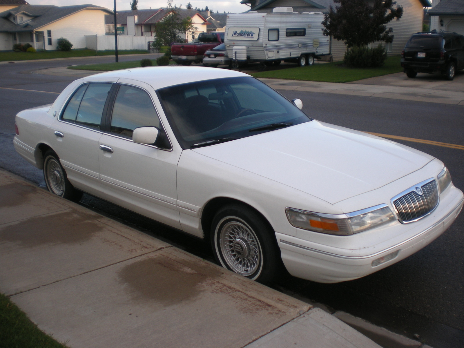 1995 mercury grand marquis overview cargurus. Black Bedroom Furniture Sets. Home Design Ideas