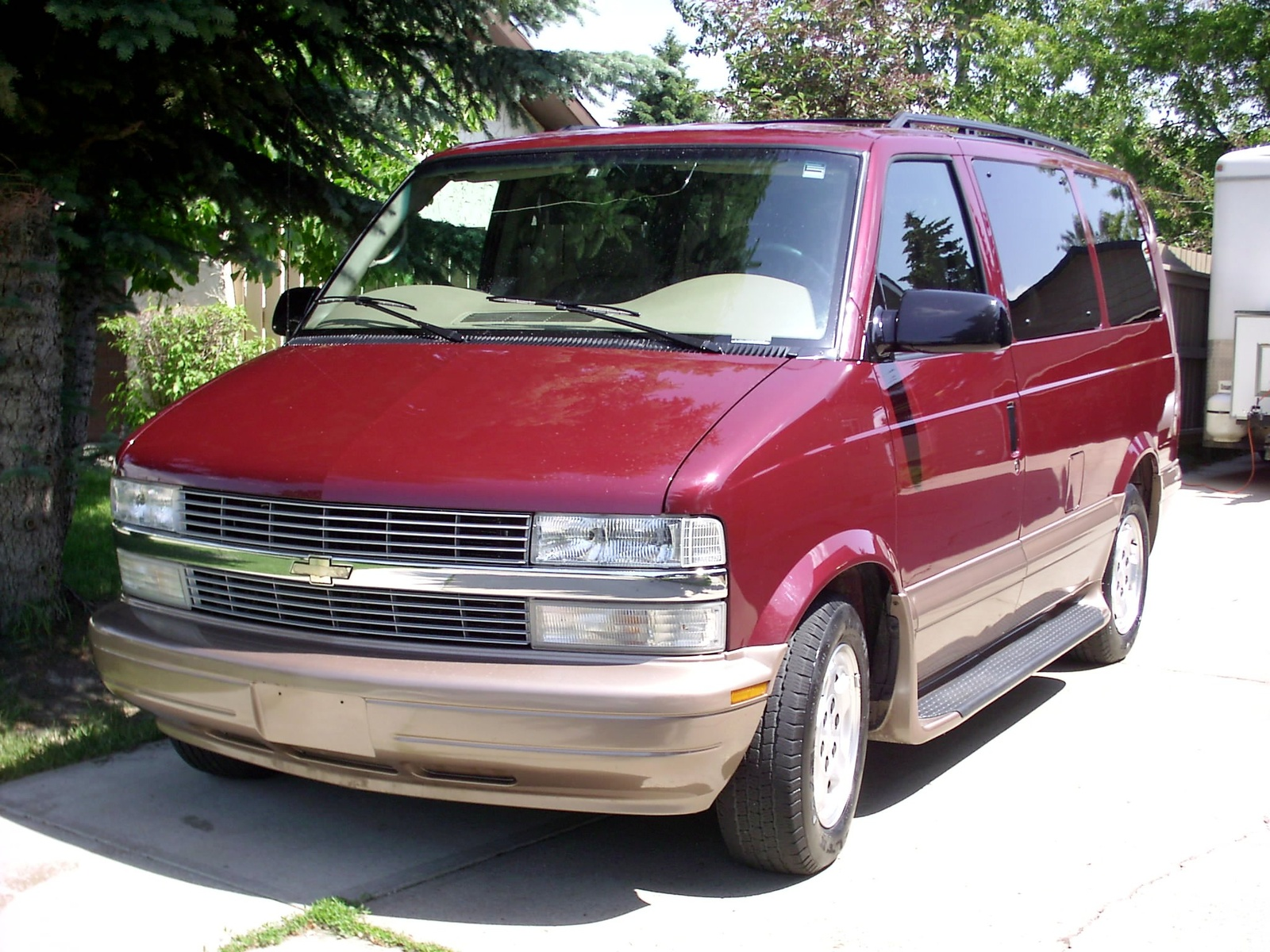2004 Chevrolet Astro AWD picture