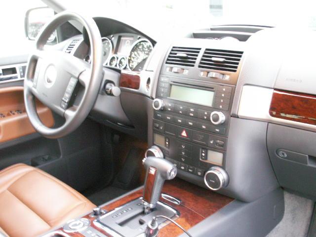 Volkswagen Touareg 2004. 2004 Volkswagen Touareg V8